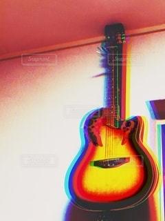 ノスタルジックなギターの写真・画像素材[2734328]