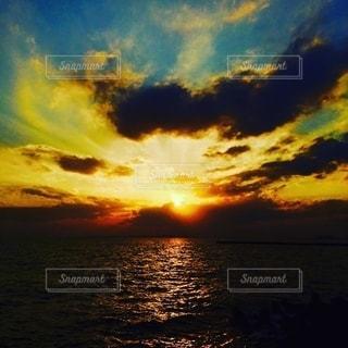 雲と海とSunsetの写真・画像素材[2734620]