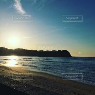 爽やかな朝の海岸の写真・画像素材[2734623]