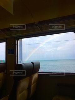 車窓から見えた虹の写真・画像素材[2734668]