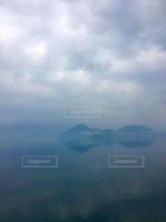 雨上がりの洞爺湖の写真・画像素材[2734669]
