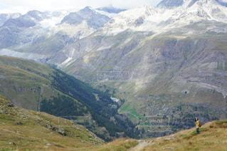 谷を眺めるの写真・画像素材[2742699]