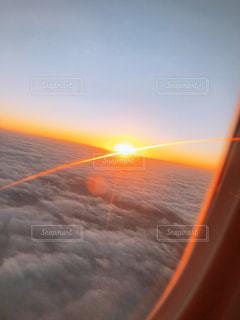 上から見る夕日の写真・画像素材[2740658]