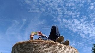 牧草ロールの写真・画像素材[2744187]