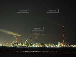 工場の夜の姿の写真・画像素材[3014618]