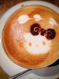 皿の上のコーヒーカップの写真・画像素材[2833769]
