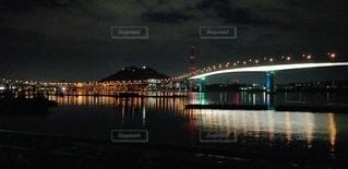 水域に架かる長い橋の写真・画像素材[2746148]