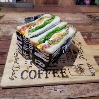 オシャレなカフェ風サンドイッチの写真・画像素材[2747803]