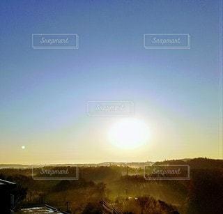 朝靄の風景の写真・画像素材[2814668]