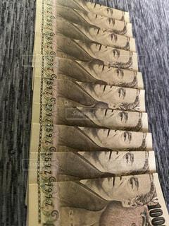 お金溜まる9ゼット紙幣の写真・画像素材[3659267]