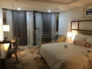 ホテルのベッドルームの写真・画像素材[878772]
