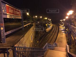 夜の無人駅の写真・画像素材[3157175]