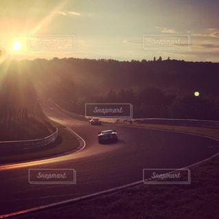 夕日のサーキットの写真・画像素材[3162922]