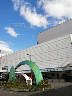 大きな白い建物の写真・画像素材[2773740]
