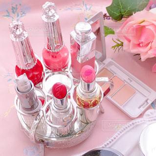 テーブルの上に花瓶の写真・画像素材[2931525]