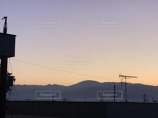 夕暮れ時の山並みの写真・画像素材[2766424]