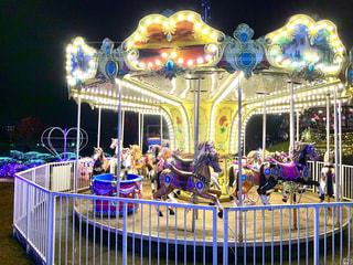 夜のメリーゴーランドの写真・画像素材[2757068]