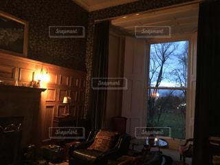 イギリスのリビングルームの写真・画像素材[2768755]