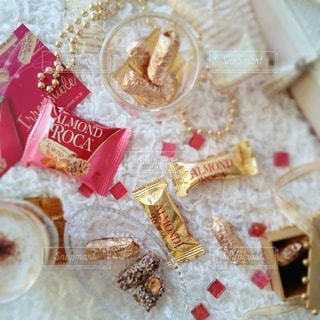 テーブルの上のチョコレートの写真・画像素材[2831965]