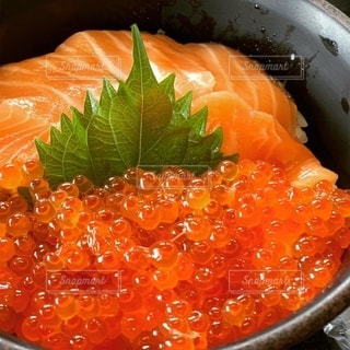 鮭親子丼の写真・画像素材[2767128]