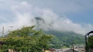 屋島にかかる霧の写真・画像素材[2767346]