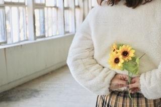 向日葵に想いをのせての写真・画像素材[2768454]