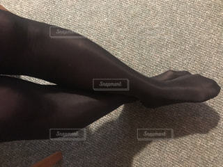黒タイツの足の写真・画像素材[930647]
