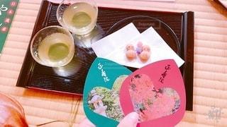 テーブルの上の食べ物の皿の写真・画像素材[2775917]