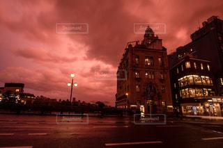 曇りの日の夕焼けの写真・画像素材[2774881]