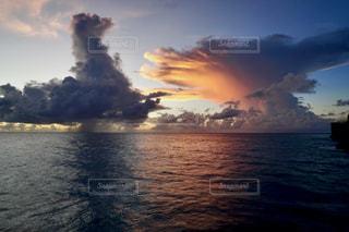 島の夕暮れの写真・画像素材[2788898]