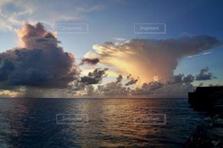 島の夕暮れの写真・画像素材[2788908]