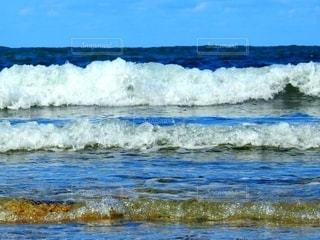 打ち寄せる波の写真・画像素材[2793859]