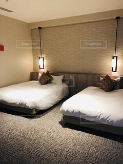 ホテルのベッドルームの写真・画像素材[2878459]