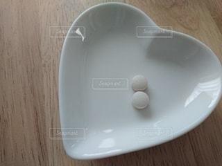 テーブルの上 サプリメント 小皿の写真・画像素材[3126698]
