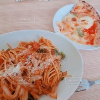 ナポリタンとピザの写真・画像素材[3143091]
