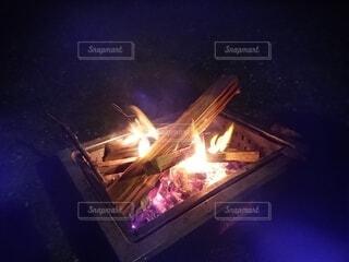 キャンプの焚き火の写真・画像素材[4230140]