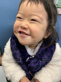 カメラに向かってポーズをとる子供の写真・画像素材[2812009]