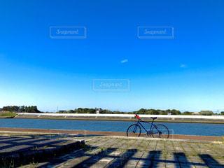 サイクリング途中での休憩の写真・画像素材[2812349]