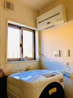 発電した電気で洗濯の写真・画像素材[2849535]