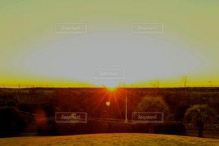 朝陽を撮影の写真・画像素材[2870162]
