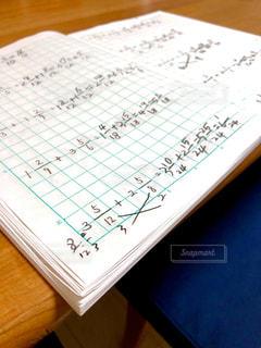 親子での算数勉強会の写真・画像素材[2924150]