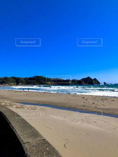 サイクリング途中の砂浜の近くの写真・画像素材[3096851]