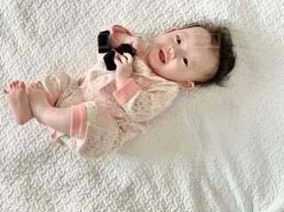 パンダのぬいぐるみと赤ちゃんの写真・画像素材[4186901]