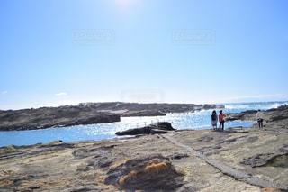 女子旅らしくない岩場の写真・画像素材[2808951]