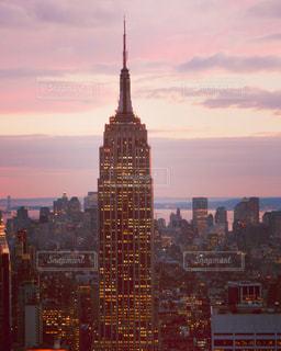 エンパイアステートビルとニューヨークの夜景の写真・画像素材[3009680]