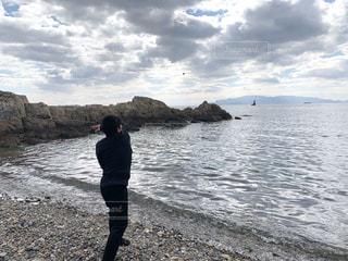 海に石を投げるの写真・画像素材[2975215]