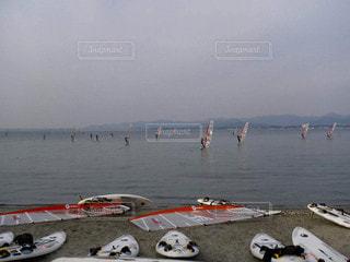 水域の近ウィンドサーフィンの写真・画像素材[2864111]