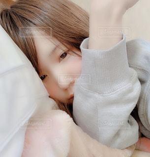 寝起きの自分の写真・画像素材[2850328]