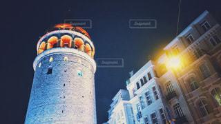 夜のガラタ塔の写真・画像素材[1355133]