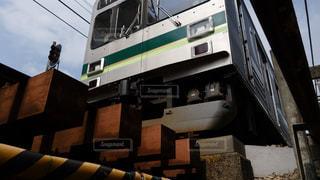 電車を見上げての写真・画像素材[2111093]